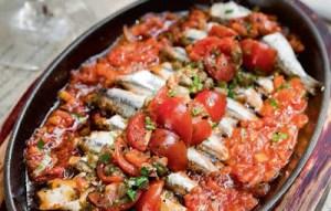 Γαύρος πλακί στο φούρνο, με φρέσκιες ντομάτες και πατάτες
