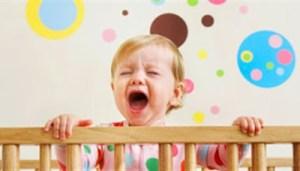 Λιγότερες από 10 ώρες ύπνου προκαλούν προβλήματα στα μωρά