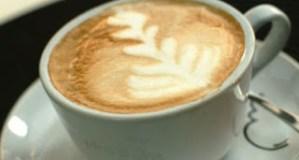 Γιατί να αποφεύγουμε ζάχαρη και γάλα με τον καφέ
