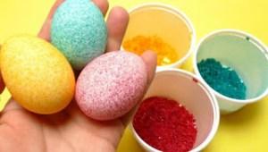 Φέτος βάφουμε αβγά με… ρύζι! Δες την εντυπωσιακή τεχνική