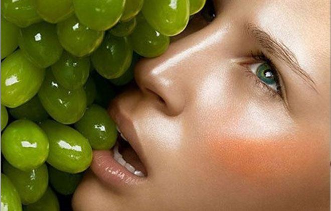 Read more about the article Ποιο φρούτο κάνει απίστευτη σύσφιξη προσώπου