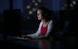 Η πολύωρη εργασία αυξάνει τον κίνδυνο καρδιοπάθειας
