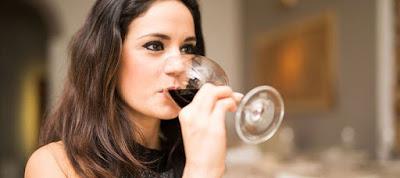 Read more about the article Το πολύ αλκοόλ μειώνει τη γονιμότητα των γυναικών