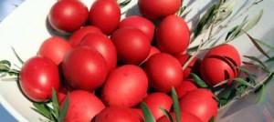 Πώς να βάψετε κόκκινα τα αυγά