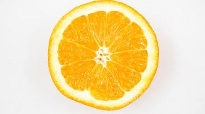 Φτιάχνουμε φυσική μάσκα προσώπου με πορτοκάλι