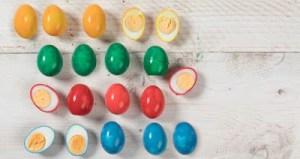 Χρωματιστά αυγά χωρίς τσόφλι