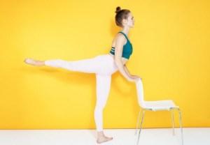 Μια καρέκλα αρκεί για να αποκτήσεις υπέροχα, γυμνασμένα πόδια