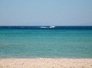 Οι εντυπωσιακές παραλίες του Σαρωνικού με τα κρυστάλλινα νερά και τις φυσικές νεροτσουλήθρες!(video)