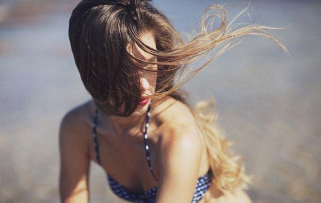Read more about the article DIY: Πώς θα φτιάξεις τη δική σου λακ μαλλιών!