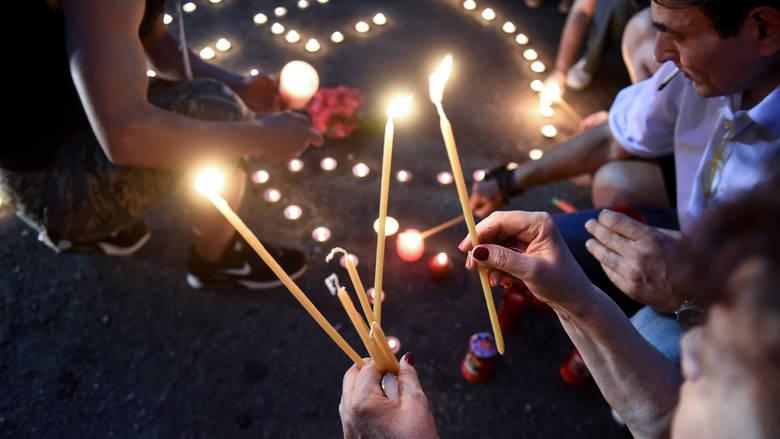 Read more about the article Φωτιές Αττική: Σιωπηλή συγκέντρωση στο Σύνταγμα για τους νεκρούς της πυρκαγιάς
