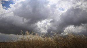 Η ημέρα θα ξεκινήσει με καταιγίδες ή μπουρίνια τοπικού χαρακτήρα στα κεντρικά, ανατολικά και βόρεια ηπειρωτικά και στο Αιγαίο.