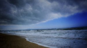 Αύριο, Τετάρτη, από τις μεσημβρινές ώρες στα ηπειρωτικά και τα ορεινά της Κρήτης προβλέπονται βροχές και σποραδικές καταιγίδες πρόσκαιρα ισχυρές μέχρι τις βραδινές ώρες.