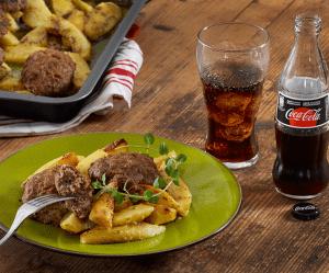 Read more about the article Μπιφτέκια αφράτα με λεμονάτες πατάτες στο φούρνο