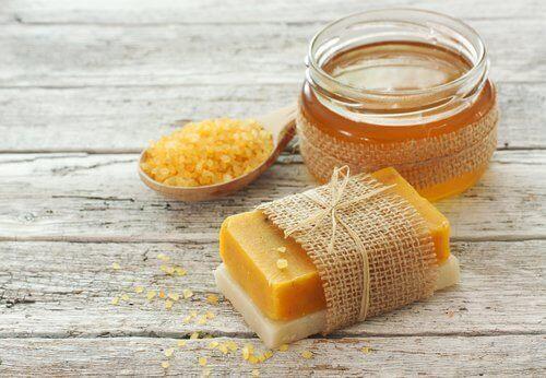 Read more about the article Πώς θα φτιάξετε αυτό το σπιτικό σαπούνι με καρότο;