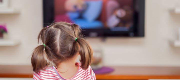 Μπορούν τα παιδιά κάτω των 2 ετών να βλέπουν τηλεόραση;