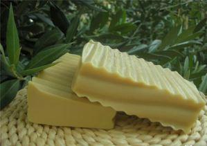 Πράσινο σαπούνι, το «φάρμακο» για τα λιπαρά μαλλιά