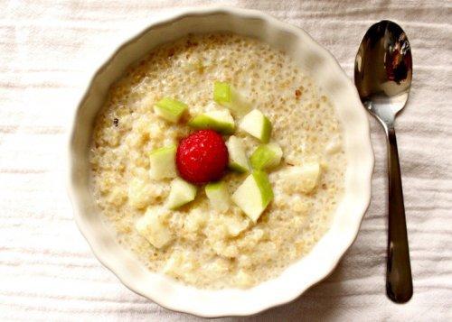 Πώς να φτιάξετε πρωινό με κινόα, μήλο και κανέλα