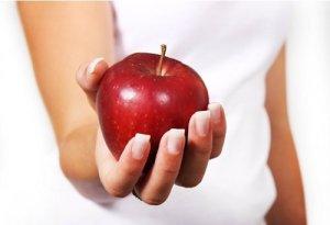 Read more about the article Σαλάτα με ανανά, κοτόπουλο και κόκκινο μήλο κατά της δυσκοιλιότητας