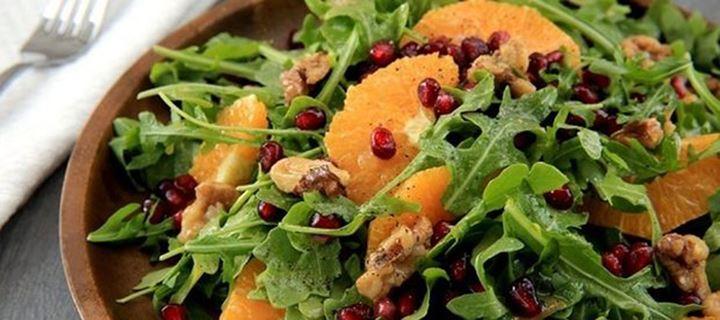 Read more about the article Χριστουγεννιάτικη σαλάτα με ρόδι και σέσκουλα
