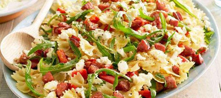 Read more about the article Χριστουγεννιάτικη σαλάτα ζυμαρικών με λουκάνικο και κόκκινη πιπεριά