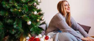 Τι κρύβεται πίσω από την επιθυμία των ανθρώπων να στολίζουν νωρίς το χριστουγεννιάτικό δέντρο