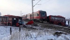 Τραγωδία στη Σερβία: Τρένο έκοψε στη μέση πούλμαν γεμάτο μαθητές