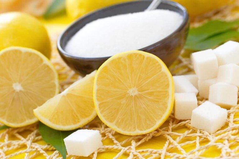Απολέπιση του δέρματός σας με λεμόνι και ζάχαρη