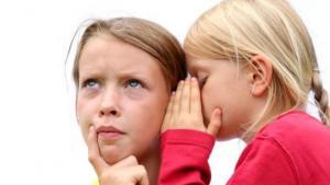 Παιδί και κουτσομπολιό: Πώς θα το αποτρέψετε
