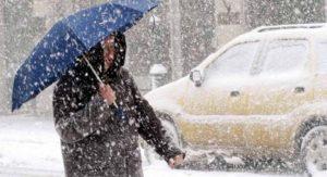 Καιρός: Πού και πότε θα «χτυπήσει» το νέο κύμα κακοκαιρίας – Καταιγίδες, χιόνια και… σκόνη