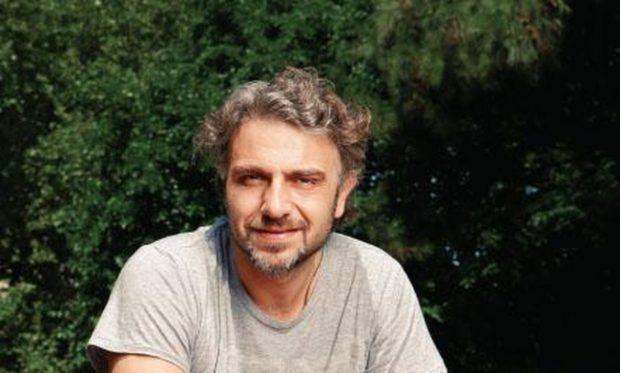 Φάνης Μουρατίδης: Τι λέει για το ρόλο του στη Φριτέζα και την Πηνελόπη Πλάκα
