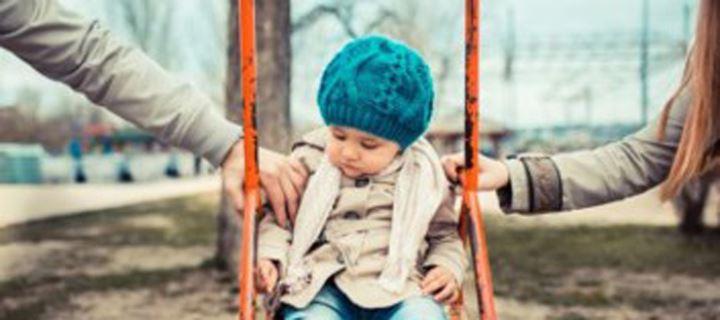 Read more about the article Οι πολλές ώρες μπροστά από οθόνες φρενάρουν την παιδική ανάπτυξη