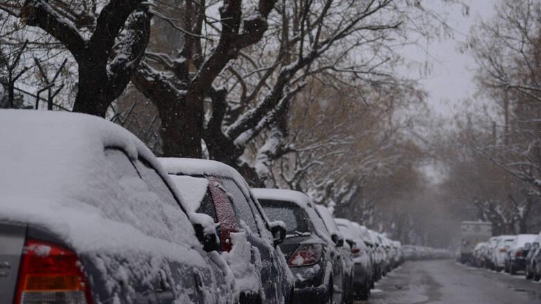Κακοκαιρία «Ωκεανίς»: Τα χιόνια έφτασαν στην Αττική – Ποιοι δρόμοι είναι κλειστοί