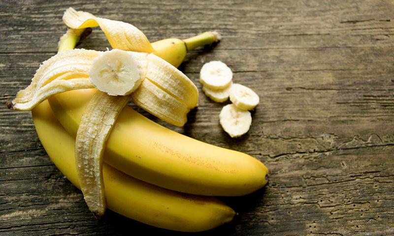 Το απόλυτο κόλπο: Πώς θα κάνετε τις μπανάνες να μην μαυρίζουν [video]