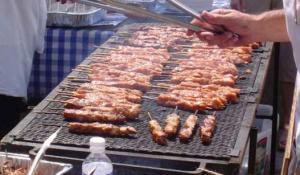 Τσικνοπέμπτη: Τι γιορτάζουμε, γιατί ψήνουμε κρέας στη σχάρα