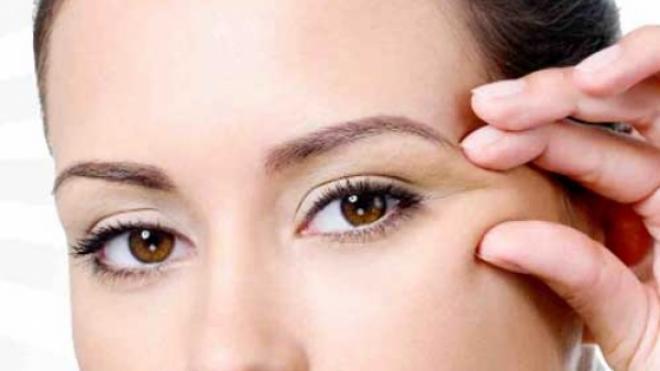 Ρυτίδες ματιών – Καταπολεμήστε τες με μέλι και πατάτα