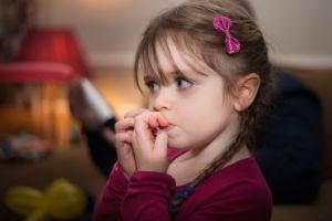 Read more about the article Τι να κάνεις όταν το παιδί σου τρώει τα νύχια του