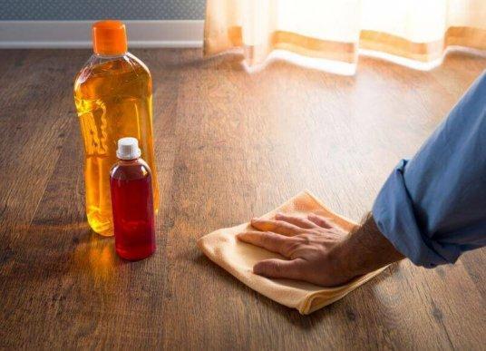 Αποτελεσματικοί τρόποι για να σφραγίσετε τα ξύλινα πατώματα