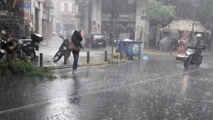Άστατος ο καιρός με ισχυρές βροχές και τη Δευτέρα