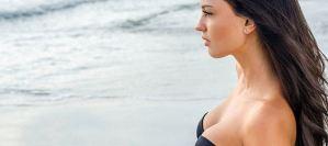 Ποιες συνήθειες πρέπει να κόψεις για να παραμείνει το στήθος σου στητό για χρόνια