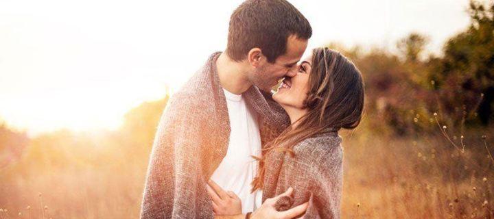 Πώς το ερωτικό φιλί μας φτιάχνει τη ψυχολογία