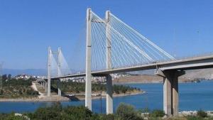 Σοκ στη Χαλκίδα: Οδηγός ταξί αυτοκτόνησε πέφτοντας από τη γέφυρα