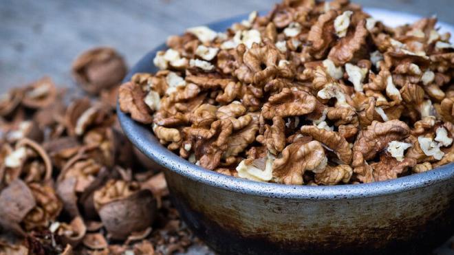 Καρύδια εναντίον καρκίνου του μαστού: Πόσα να τρώτε