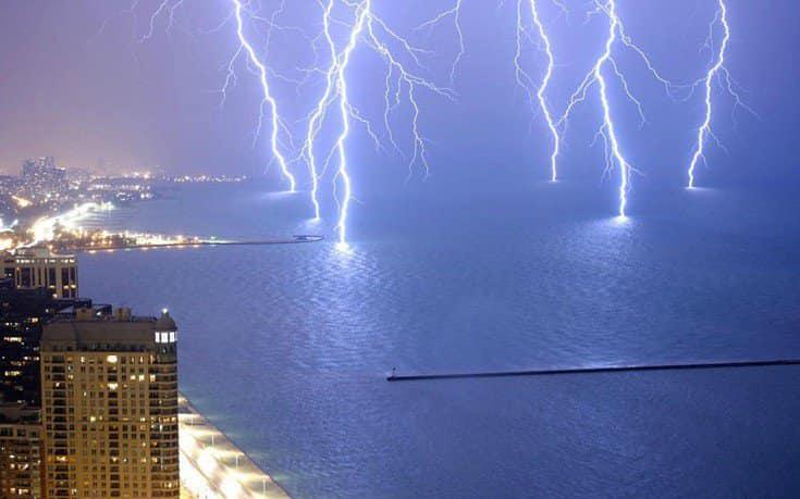 Καιρός: Ισχυρές καταιγίδες και χαλάζι – Πού θα «χτυπήσουν» τα φαινόμενα τις επόμενες ώρες