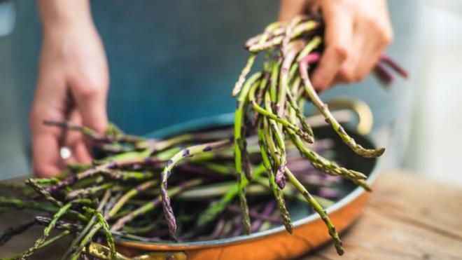 Επτά λόγοι να εντάξετε τα σπαράγγια στη διατροφή σας