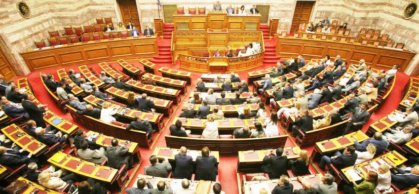 Ψήφος εμπιστοσύνης: Σε ηλεκτρισμένο κλίμα κορυφώνεται η συζήτηση στη Βουλή