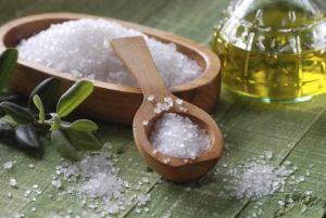 Απαλλαχτείτε από τα λιπαρά μαλλιά με θαλασσινό αλάτι