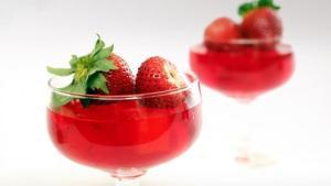 Zελέ φράουλαs με τρία υλικά