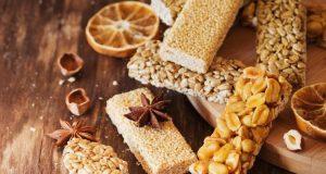 Read more about the article Συνταγή: Θρεπτικό σπιτικό παστέλι με μέλι, σουσάμι και κολοκυθόσπορο