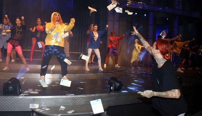 """Χαμός στο Δελφινάριο: Ο Sin Boy χόρεψε το """"Mama"""" με τον Σεφερλή"""