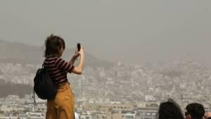 Καιρός: Στα ύψη η θερμοκρασία σήμερα – Υψηλές συγκεντρώσεις σκόνης